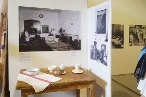 Werkhalle Wiesenburg Berlin - Exhibitions - Eine Mutter war...